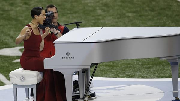Alicia Keys sings the national anthem before the NFL Super Bowl XLVII football game between the San Francisco 49ers and the Baltimore Ravens Sunday, Feb. 3, 2013, in New Orleans. (AP Photo/Gerald Herbert)