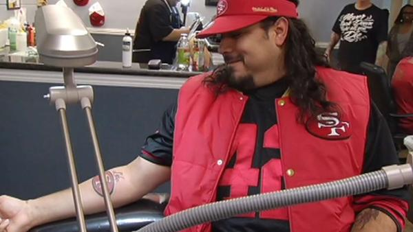 Die-hard 49ers fans get tattoos ahead of NFC game