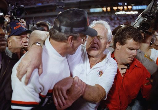FOOTBALL NFL SUPERBOWL XXIII &#39;89: Cincinnati Bengals coach Sam Wyche, left, congratulates San Francisco 49ers coach Bill Walsh after the  49ers beat the Bengals 20-16 in Super Bowl XXIII in Miami on Sunday, Jan. 22, 1989. <span class=meta>(AP Photo&#47;Lennox   Mclendon)</span>