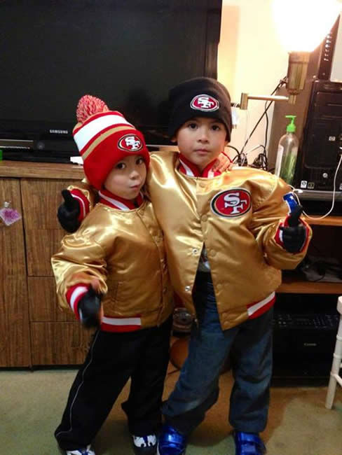 "<div class=""meta image-caption""><div class=""origin-logo origin-image ""><span></span></div><span class=""caption-text"">The 49ers are heading to the NFC Championship game and have lots of support from fans!  Show us your game faces!  Email pics to ureport@kgo-tv.com (KGO Photo/ photo submitted via Facebook)</span></div>"