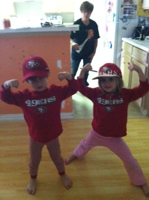 "<div class=""meta ""><span class=""caption-text "">Niner Fans in Dallas, TX  (Submitted via uReport)</span></div>"