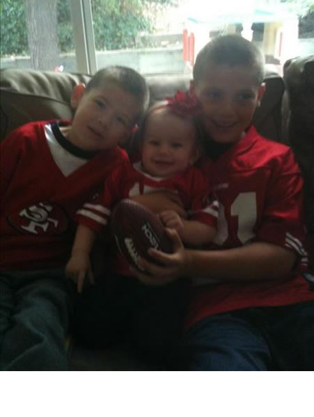 "<div class=""meta ""><span class=""caption-text "">Melanie's family lives for the 49ers! (photo submitted by melanieziegler via uReport)</span></div>"