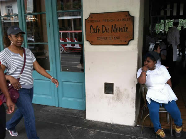 "<div class=""meta ""><span class=""caption-text "">The ABC7 News team at Cafe Du Monde in the French Quarter.  Are you a 49ers fan? Send us a photo or video of your 49ers spirit to uReport@kgo-tv.com and we'll post it here: http://bit.ly/WxySUx.</span></div>"