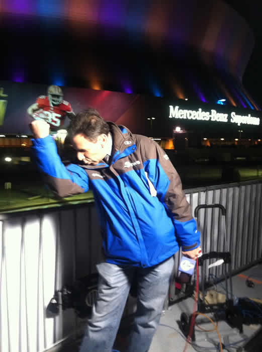 "<div class=""meta ""><span class=""caption-text "">@LarryBeilABC7 practices ""Kaepernicking"" before going on air.</span></div>"