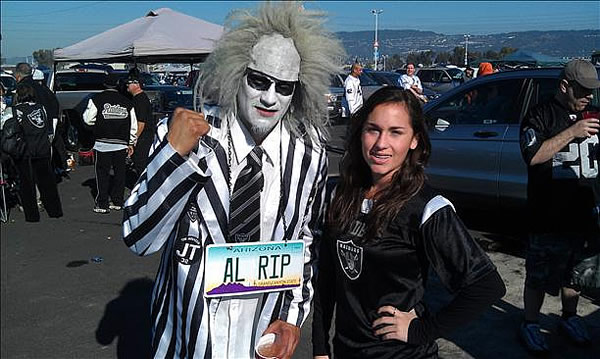 "<div class=""meta ""><span class=""caption-text "">Photo submitted via uReport (Are you a Raiders fan? Send us a photo or video of your Raiders spirit to uReport@kgo-tv.com and we'll post it here: http://bit.ly/WxySUx.)</span></div>"