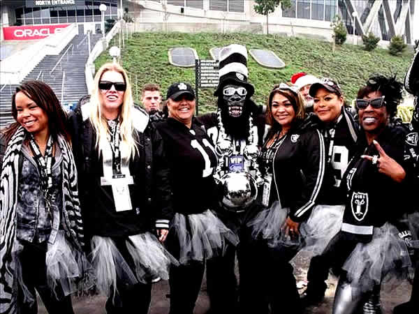 "<div class=""meta ""><span class=""caption-text "">Photo submitted via uReport  (Are you a Raiders fan? Send us a photo or video of your Raiders spirit to uReport@kgo-tv.com and we'll post it here: http://bit.ly/WxySUx.) </span></div>"