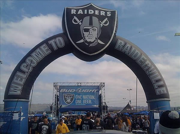 "<div class=""meta image-caption""><div class=""origin-logo origin-image ""><span></span></div><span class=""caption-text"">Photo submitted by ACELUVVR via uReport  (Are you a Raiders fan? Send us a photo or video of your Raiders spirit to uReport@kgo-tv.com and we'll post it here: http://bit.ly/WxySUx.)  (Photo submitted by ACELUVVR via uReport  (Are you a Raiders fan? Send us a photo or video of your Raiders spirit to uReport@kgo-tv.com and we'll post it here: http://bit.ly/WxySUx.) )</span></div>"