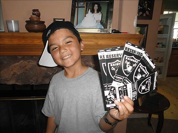 "<div class=""meta ""><span class=""caption-text "">Photo submitted by Vorozco via uReport  (Are you a Raiders fan? Send us a photo or video of your Raiders spirit to uReport@kgo-tv.com and we'll post it here: http://bit.ly/WxySUx.) </span></div>"
