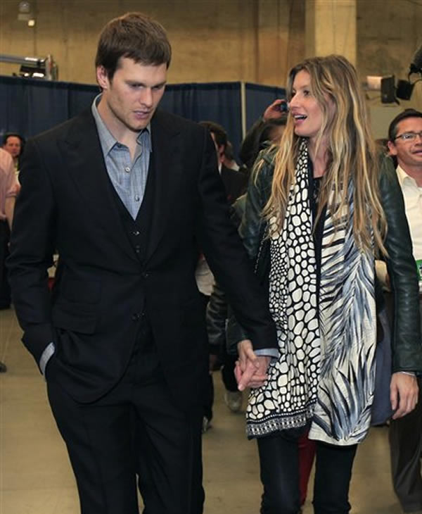 "<div class=""meta ""><span class=""caption-text "">New England Patriots quarterback Tom Brady and his wife, supermodel Gisele Bundchen, leave the stadium after the Patriots lost 21-17 to the New York Giants in the NFL Super Bowl XLVI football game, Sunday, Feb. 5, 2012, in Indianapolis. (AP Photo/Mark Humphrey) </span></div>"