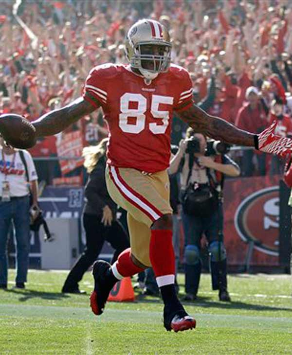 San Francisco 49ers tight end Vernon Davis (85) takes the ball into the endzone for a 49-yard touchdown against the New Orleans Saints in the first quarter of an NFL divisional playoff football game Saturday, Jan. 14, 2012, in San Francisco. (AP Photo/Paul Sakuma)
