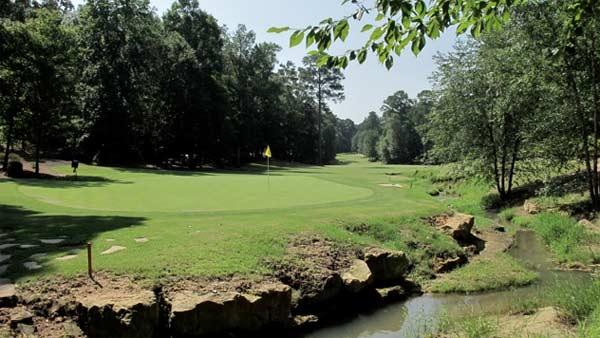Par-4, 9th at Dancing Rabbit Azalea
