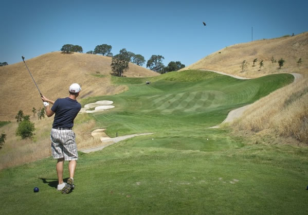 Par-4 6th at Wente. Look for the landing areas on the slope. <span class=meta>(ABC7&#39;s Wayne Freedman)</span>