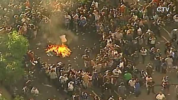 Vancouver Canucks fans riot after 2011 Stanley Cup loss