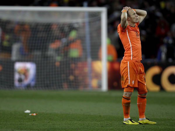 Netherlands' Arjen Robben reacts after the World Cup final soccer match between the Netherlands and Spain at Soccer City in Johannesburg, South Africa, Sunday, July 11, 2010. Spain won 1-0. (AP Photo/Frank Augstein)