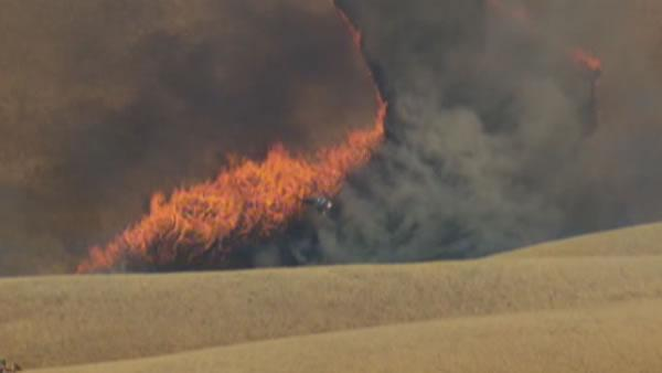 Fast-moving grass fire burns west of Tracy