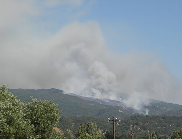 "<div class=""meta ""><span class=""caption-text "">A fire near Ukiah burned 400 acres on Saturday. (Photo courtesy viewer George Perrone.)</span></div>"