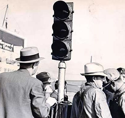 When the ceremonies were completed in 1936, President Roosevelt telephoned workers on two sides of the bridge to flash a green light to signal the bridge was officially open. (Photo courtesy baybridgeinfo.org)