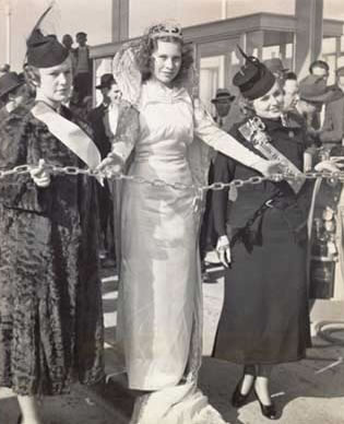 Miss Berkeley, International Queen, and Miss Oakland are holding the chain barrier of the bridge at the opening ceremony. (Photo courtesy baybridgeinfo.org)