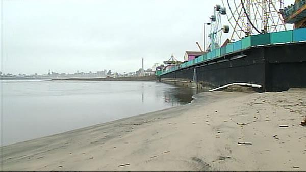 Swollen river threatens Santa Cruz Boardwalk