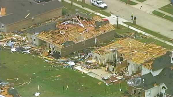 Texas residents sift through rubble from tornadoes