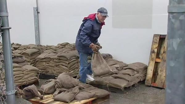 South Bay residents prepare for storm with sandbags
