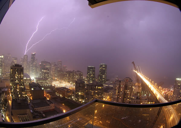 "<div class=""meta ""><span class=""caption-text "">Here are some images of the lightning from the storms that passed through the Bay Area Thursday night. (Photo submitted by Tom Robinson via Flickr)</span></div>"
