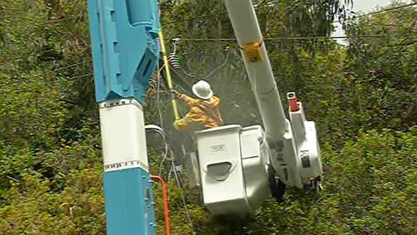 PGE crews have been scrambling to repair lines -- thousands of people had their power knocked out through the night. <span class=meta>(KGO)</span>