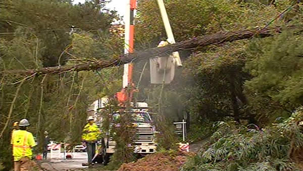 "<div class=""meta ""><span class=""caption-text "">Residents in Piedmont are dealing with mudslides and downed trees.  Landslide happened around 7 a.m. due to heavy rains.  (April 13, 2012).   (KGO)</span></div>"