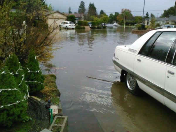 Flooding in Sunnyvale (Photo submitted by littlemammaone via uReport)