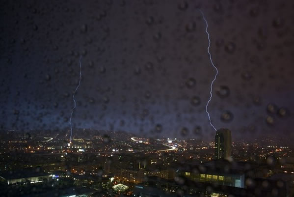 "<div class=""meta ""><span class=""caption-text "">Here are some images of the lightning from the storms that passed through the Bay Area Thursday night. (Photo courtesy @d_jones via Twitter)</span></div>"
