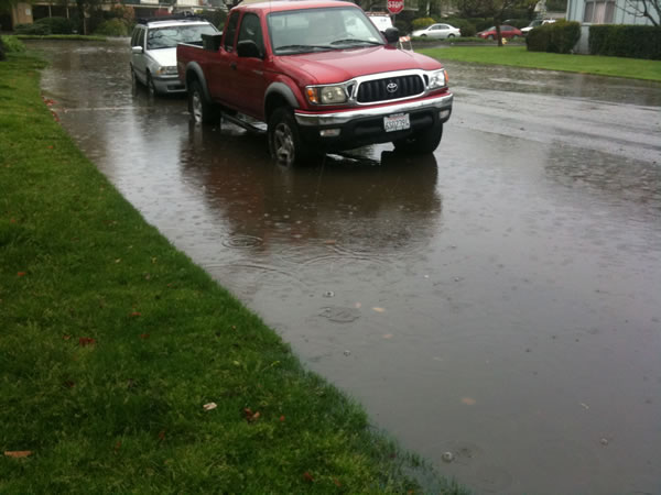"<div class=""meta ""><span class=""caption-text "">Flooding on Lago Street in San Mateo, March 24, 2011 (Photo submitted via uReport)</span></div>"