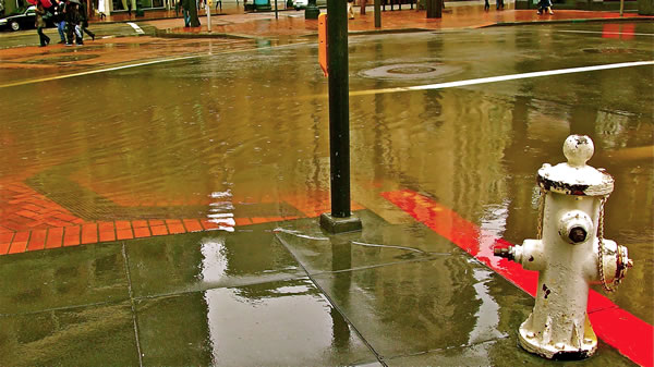 Flooded sewer at Grant and O'Farrell in San Francisco, March 24, 2011 (Photo submitted by user Rafael415 via uReport)