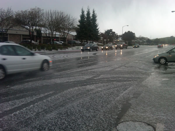 "<div class=""meta ""><span class=""caption-text "">An isolated thunderstorm brings a mix of hail and snow to Fairfield (ABC7)</span></div>"