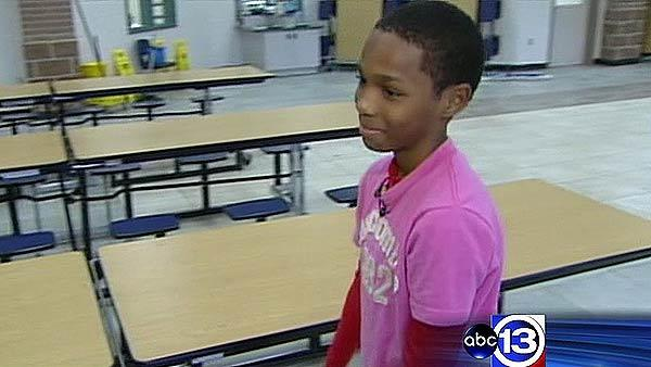 Hero kid saves choking classmate