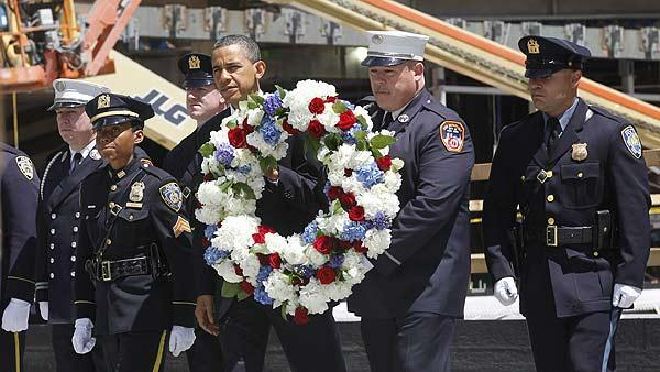 Obama pays respects at ground zero