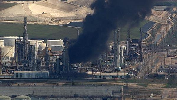 Fire burns at Pasadena refinery