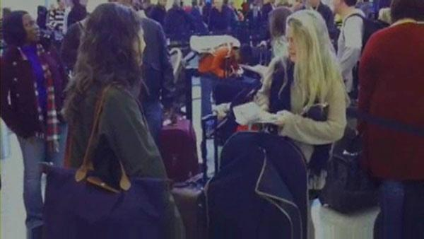 Holiday travelers pack Hobby Airport