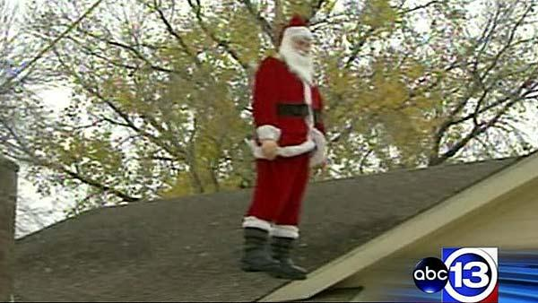 Homeowner displays Santa hanging by a noose