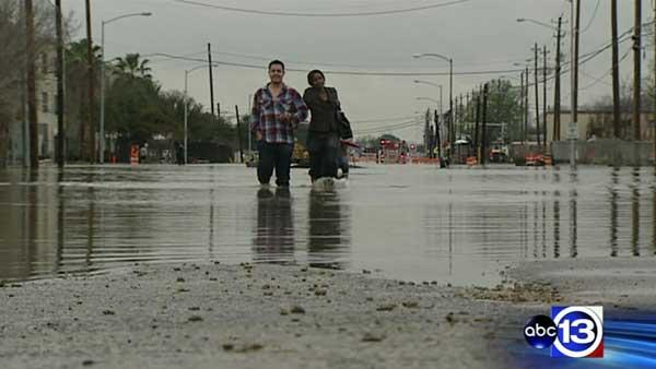 Dozens rescued from floodwaters in SE Houston