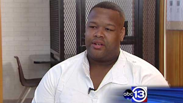 Ex-NFL star discusses addiction to drugs