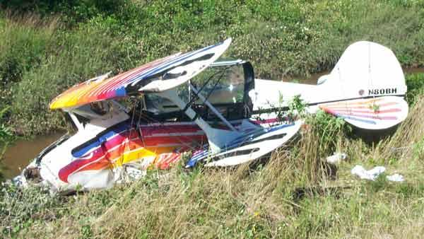 Pilot injured in Pearland plane crash
