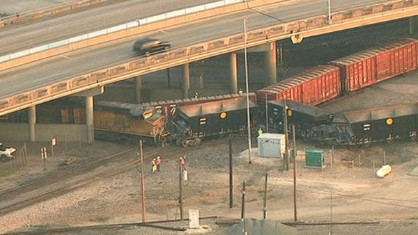 Trains collide, derail in NE Houston