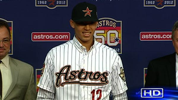 Astros sign first overall pick Carlos Correa
