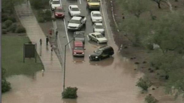 Heavy rain causes flooding in AZ