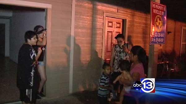 Residents left in dark at NW Houston apartment complex