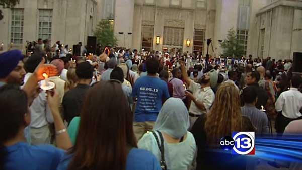 Hundreds of Houstonians attend vigil at City Hall