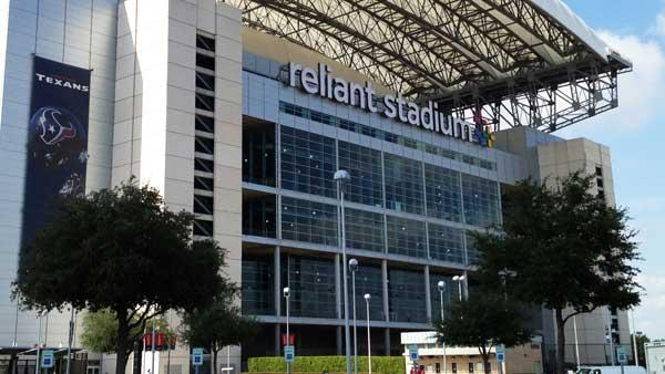 Fans react to man's injury at Reliant Stadium