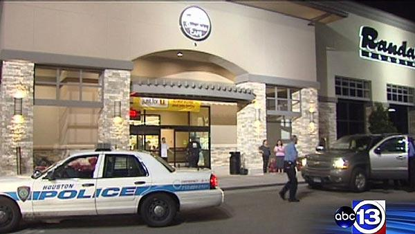 Restaurant manager shot during attempted robbery in west Houston
