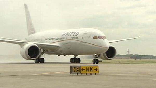 United's first 'Dreamliner' lands at IAH