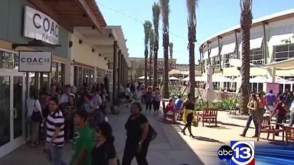 New outlet mall opens in Texas City